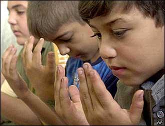 http://djadja.files.wordpress.com/2008/09/iraqi_children_praying.jpg?w=330&h=253